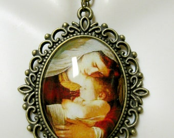 Madonna and child pendant and chain - AP09-119
