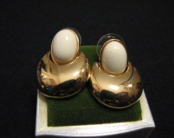 MINT Vintage Monet Gold Plated Cream Lucite Bubble Door Knocker Dangle Pierced Earrings