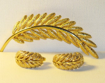 Vintage Monet Gold Tone Wheat Brooch Clip Earrings Demi Parure (B-2-2)