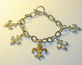 Vintage Fleur de Lis Charm Bracelet (BR-3-1)