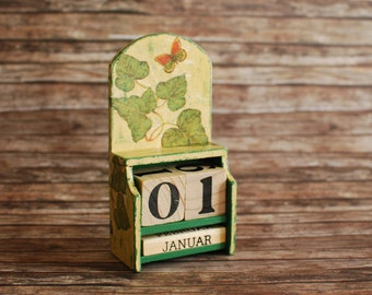 Country perpetual calendar with day cubes and months in a caddy box and decoupage of ivy