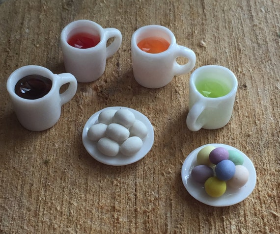 Miniature Easter Egg Coloring Set, Dollhouse Miniatures, 1:12 Scale, Set includes Plates of Eggs and 4 Filled Dye Cups
