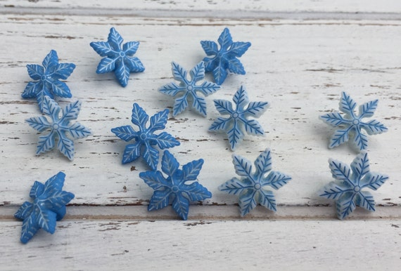"Blue & White Snowflake Buttons, Packaged Novelty Button Assortment Pack ""Winter Chill"" Style 4795 by Buttons Galore, Shank Back Buttons"