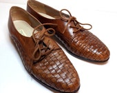 Women's Brown Leather Oxfords, Woven Detail, Size 7.5 (7) Trotters Casual / Dress Shoes