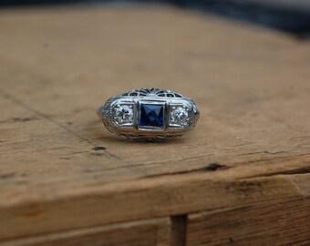 Art Deco 18K sapphire diamond filigree ring ∙ 1930s diamond sapphire ring