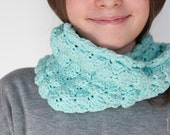 Spring Kids Scarf. Mint cotton wool. Chunky Crochet Cowl for Kids. Children's Scarf in hand crocheted.  Loop scarf. kids clothing. Infinity