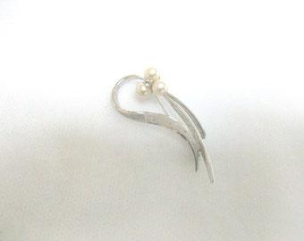 Silver Pearl Rhinestone Pin /