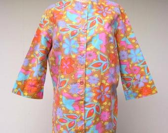 Vintage 1960s Blouse / 60s Linen Psychedelic Floral Print Top / Medium