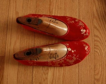 US 9 / Euro 39 / UK 7.5 red silk shoes, #578