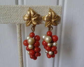 Grapes Earrings. Coral Pearl Beads. Gold Leaves. Vintage 1950s. Drop Dangle Earrings. Clip Earrings. Grapes Bunch Fruit. Orange White Gold.
