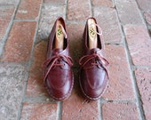 Vintage Womens 8 Rich Burgundy Leather Quality Lace Up Oxfords Tie Sneakers Gum Sole 70s Hand sewn Casual Boat Deck Shoes Summer Boho Spring