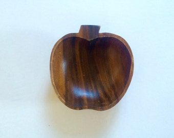 1970s danish wooden apple fruit bowl / fruit dish / mid century modern / coffee table / retro / Eames Era