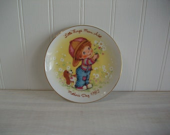 Avon Collectible Mothers Day 1982 Plate, Little Things Mean Alot Mothers Day 1982 Avon Mini 5 inch Plate, Vintage Avon Collectible Plate