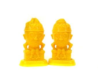 Vintage Yellow Plastic Humpty Dumpty Salt & Pepper Shakers (E1008)