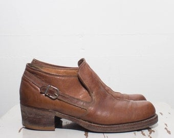 9 B | Men's Florsheim Stacked Heel Buckle Chukka Ankle Boots in Brown