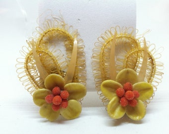 1950's  60's Seashell Earrings Clip on