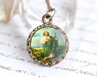 Jesus Necklace and His Sacred Heart - Kitsch Medallion Pendant on Chain - Made in Italy