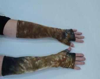 Brown and black tie dye gauntlet arm warmers.