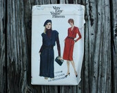 Very Easy Vogue 7764 1980s 80s  Double Breasted Jumper Kimono Sleeves Vintage Sewing Pattern  Size 12 Bust 34