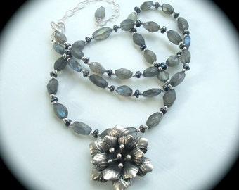 Grey necklace - Flower Necklace - Gray Pendant - Labradorite Necklace - Labradorite Pendant - Bridal Necklace - Mothers Day Gift - Wedding