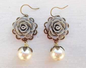Pearl Earrings/Gray Rose Earrings/Grey Flower Earrings/Gray Earrings/Grey Earrings/Rose Earrings/Rustic Wedding Earrings/Flower Earrings