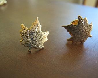 Maple leaf pnis (pair) / gold tone maple leaf collar pins / maple leaf brooch