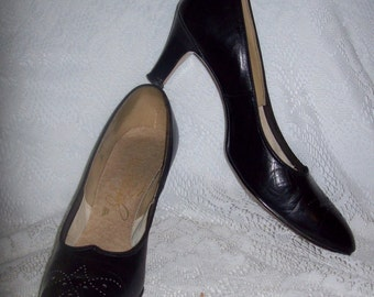 Vintage 1950s Ladies Black Leather Pumps by Johnsen'ette Size 9 1/2 AAAA Only 7 USD