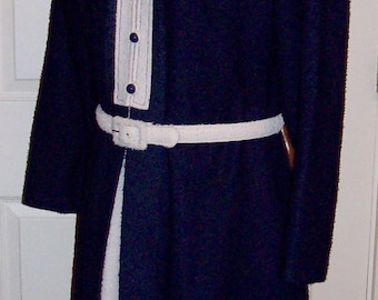 Vintage 1960s Ladies Navy & White Suit Size 14 Only 12 USD