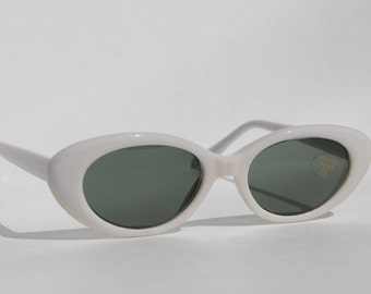 Vintage White Cat Eye Sunglasses -cateye Retro Glasses - unworn sunnies white frames - with tags