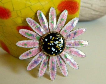 Sweet and Pretty Pink 1960's Mod Enamel Flower Brooch with Speckled Details- Daisy Gold Tone Purple Garden Nature Pastel