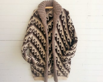 Vintage chunky wool sweater . oversize cardigan