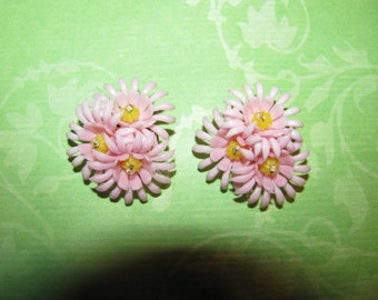 Vintage Gold Tone Pink Yellow Centers Plastic Flower Clip On Earrings