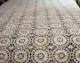 Vintage 30's ivory crocheted coverlet bedspread or tablecloth