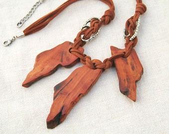 Wooden necklace. Wooden boho necklace. Bohemian necklace. Collar de madera. Gypsy wooden necklace. Collier en bois.