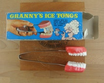 Vintage Plastic False Teeth Ice Tongs | Granny's Ice Tongs | Kitch Barware| Ice Cube Tongs | 1970s Gag Gift with box | Halloween Decor