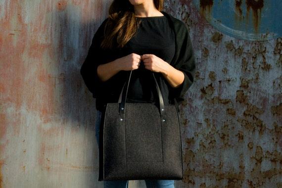 Felt LARGE TOTE with leather straps / 100% wool felt / felt bag / felt tote / charcoal bag / black bag / handmade / made in Italy