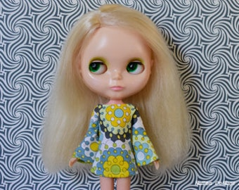 Bell sleeved yellow retro mod style dress for Blythe Pullip Dal licca and similar dolls