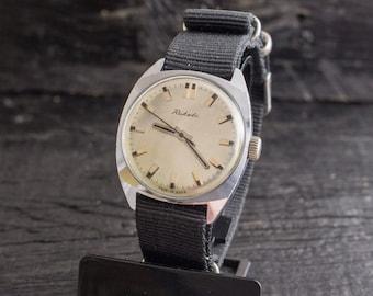 Mens watch, Vintage Raketa mens watch w/ silver dial, soviet wrist watch, retro watch, vintage mens watch, mechanical watch, soviet watch