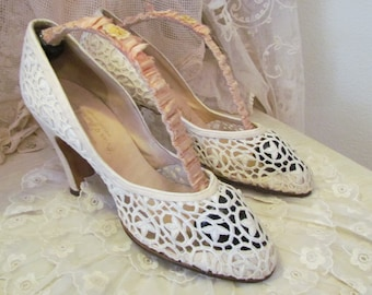 1940's White Lace Wedding Shoes With Ribbon Work Shoe Stretchers As IS 6AA