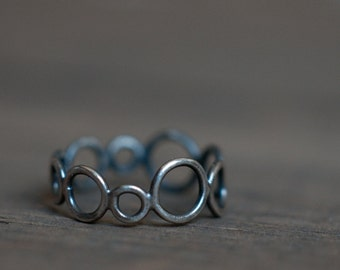 KREIS ring, sterling silver circle ring, oxidised and blackened silver, hand fabricated, design collection, gender neutral, thumb or pinkie
