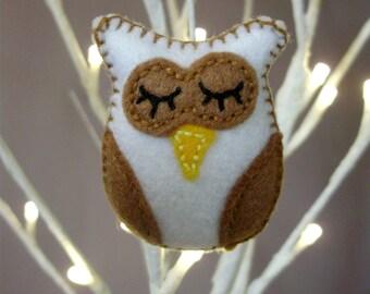 White Owl Brooch, felt owl brooch, owl brooch, felt owl, felt brooch, fabric owl pin, woodland owl, felt owl jewellery  - By Tamara Harris