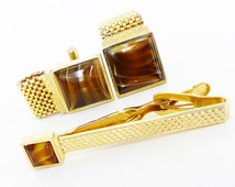 Gorgeous set of vintage classic Swank tie bar and gold cufflinks set. Total Don Draper Rat Pack. Polished Caramel glass