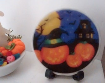 Dolls House miniature ceramic plate. Halloween jack o lantern with witch hats