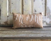 Burlap Pillow - 'Mr. & Mrs.' w/ date pillow | Personalized Wedding Date pillow | Wedding/Anniversary Gift | Engagement gift | Bridal Shower