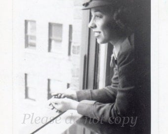 1946 US Marine ~ Pretty Military Girl ~ Vintage Snapshot Photo