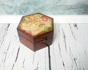MADE ON ORDER Trinket box, retro decoupage, gift for her, small box, keepsake gift, jewelry box, small gift elegant mother grandmother