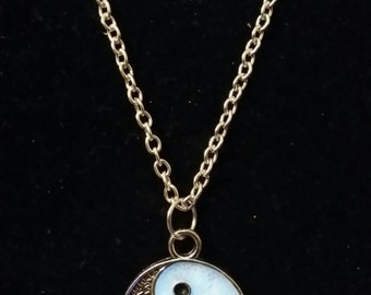 Glow in the Dark Yin Yang Peace Necklace on Silver Chain With/Without UV Light Torch
