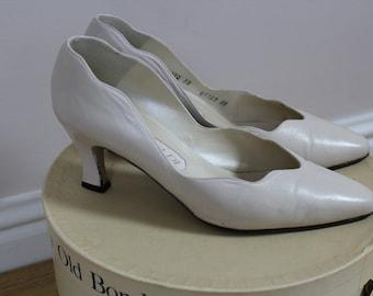 Gorgeous vintage ivory leather kitten heel shoes 'vivaldi' size 38