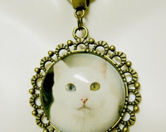 Attentive white cat pendant and chain - CAP25-014