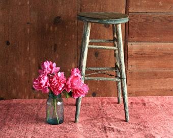 Vintage Wood Stool, Rustic Wood Stool, Green Stool, Rustic Plant Stand, Farmhouse Stool, Rustic Nightstand, Work Stool, Rustic Kitchen Stool